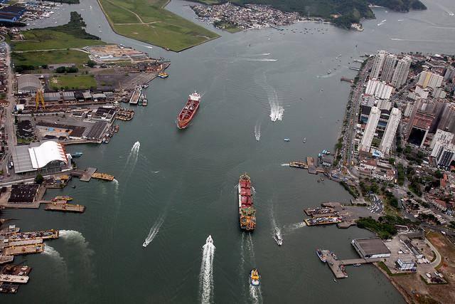 Conhecendo o Porto de Santos em uma escuna
