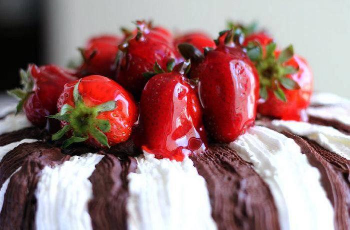 bolo de morango reino branco