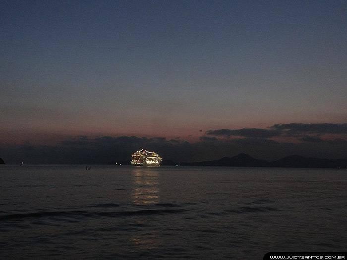 Navios saindo de Santos
