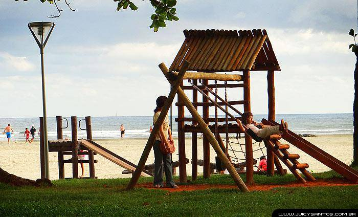 Santos para crianças: brinquedos na praia