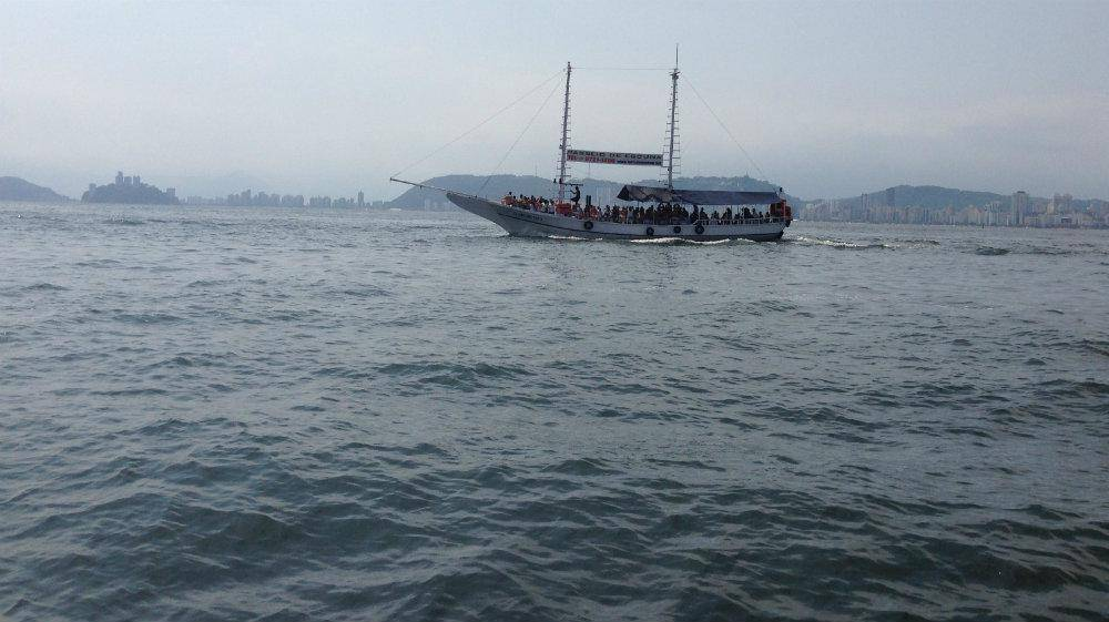 passeio de escuna no mar de santos