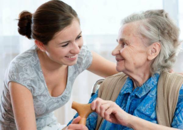voluntária em asilo de idosos