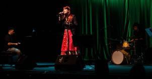 www.juicysantos.com.br - babi mendes cantora