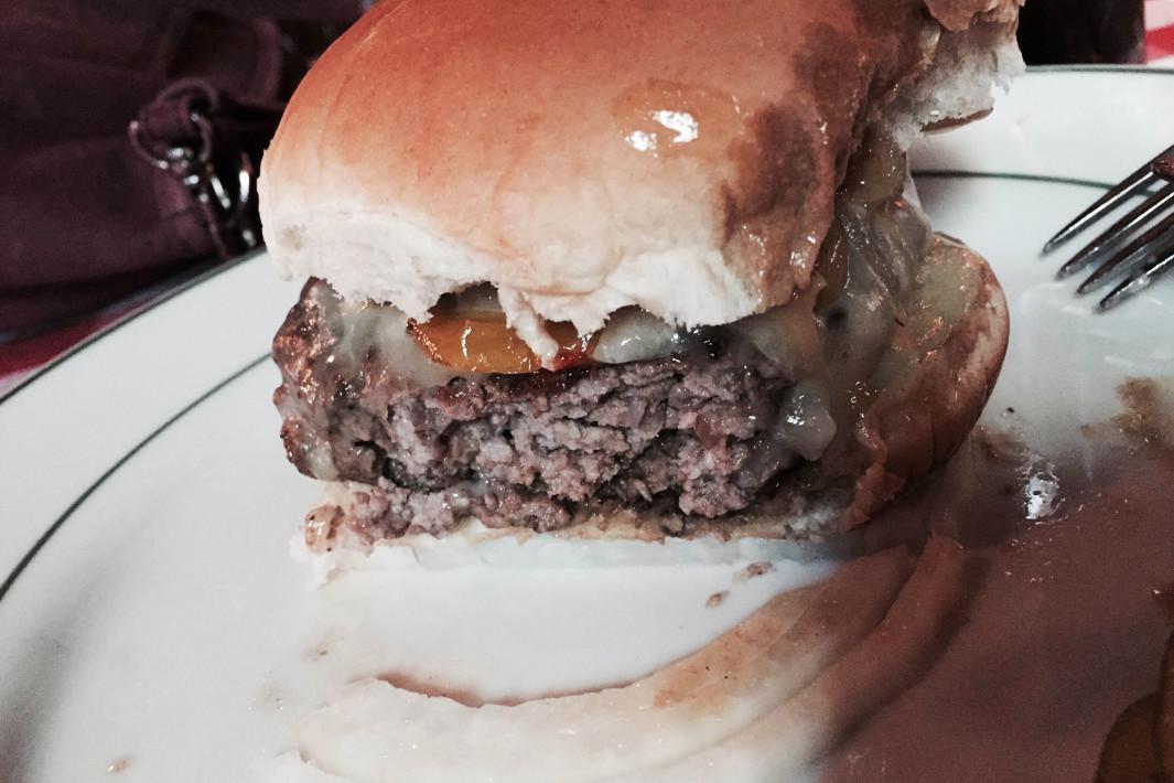 hamburger-pj-clarkes-1
