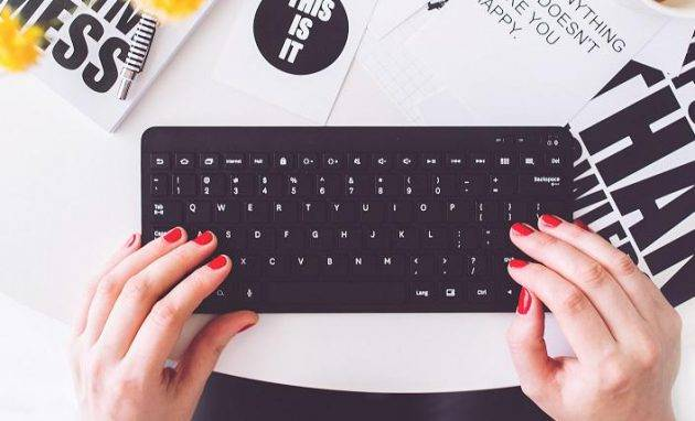 kaboompics.com_Girl writing on a black keyboard