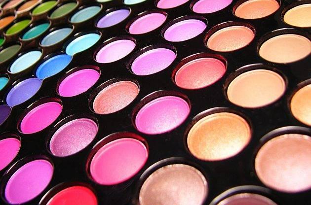 paleta-maquiagem-muitas-cores
