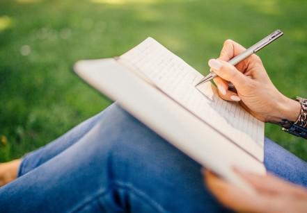 www.juicysantos.com.br - oficina de escrita criativa
