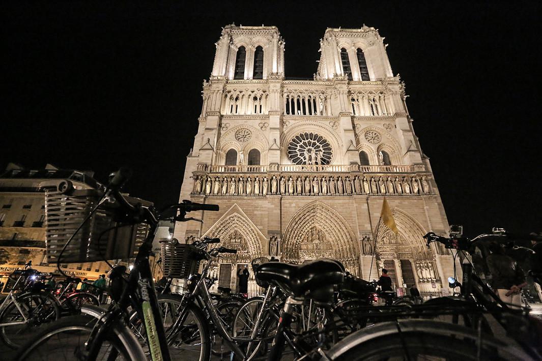 Igreja de Notre Dame à noite