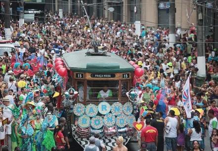 www.juicysantos.com.br - carnaval no bonde histórico de santos