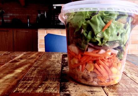 www.juicysantos.com - salada no pote em santos