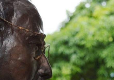 www.juicysantos.com.br - escultura de benedito calixto - por daniel gonzalez