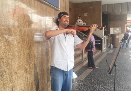 músico de rua santista
