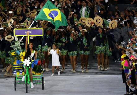 www.juicysantos.com.br - lea t na abertura das olimpiadas