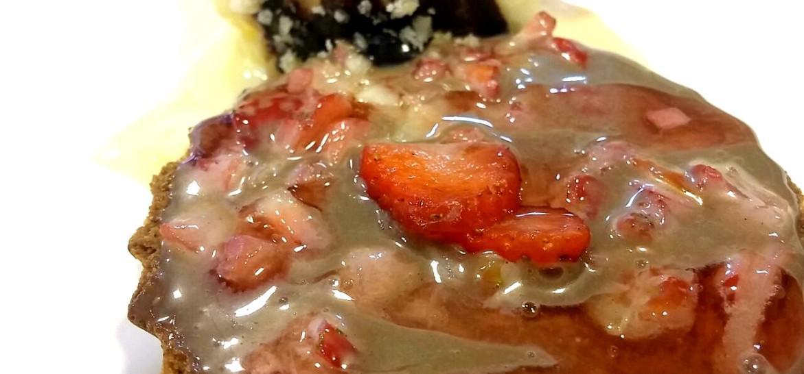 www.juicysantos.com.br - torta de chocolate meio amargo com morango fit