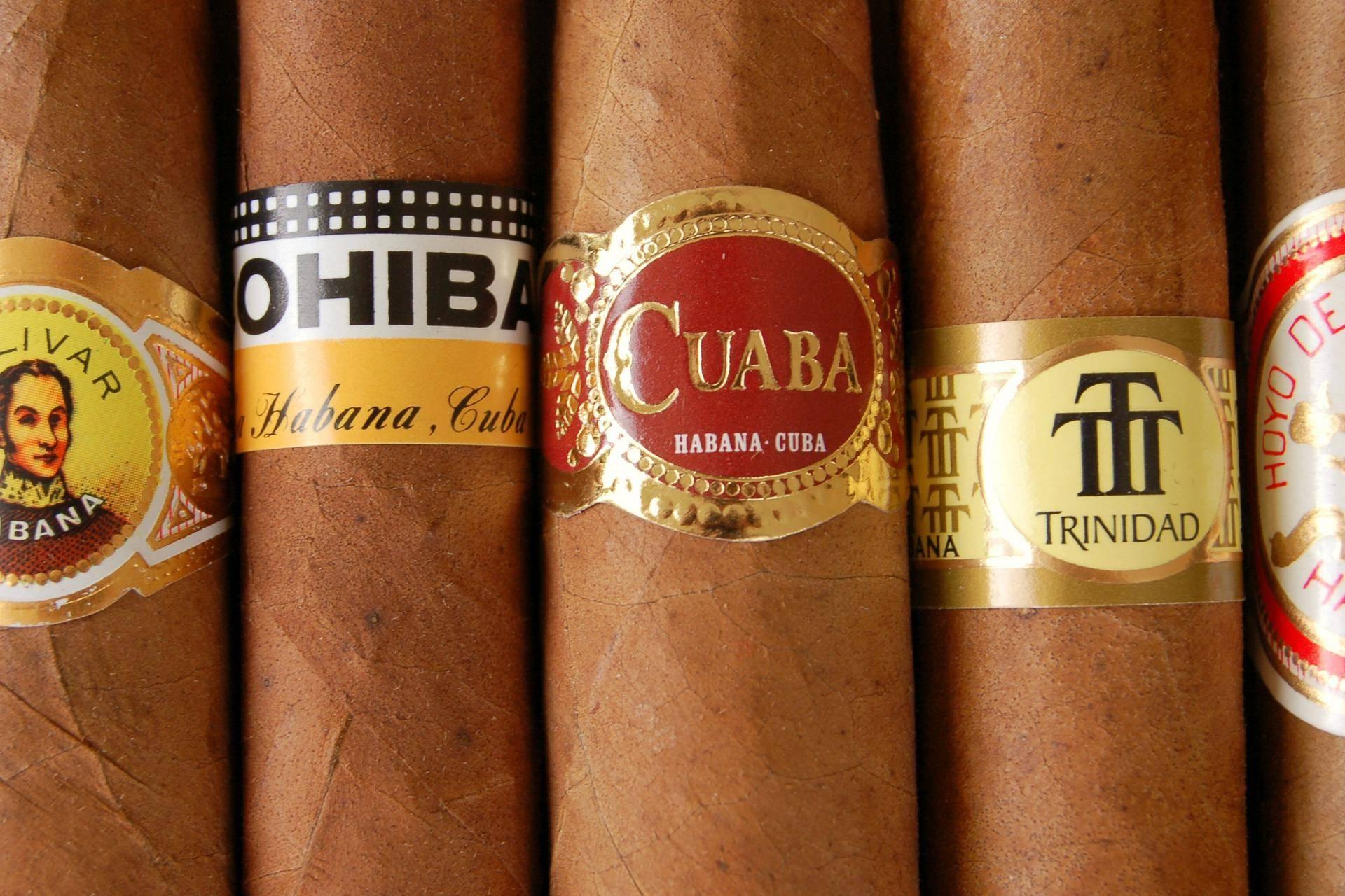 Candice Cigar Co.: espaço para degustação de charutos em Santos