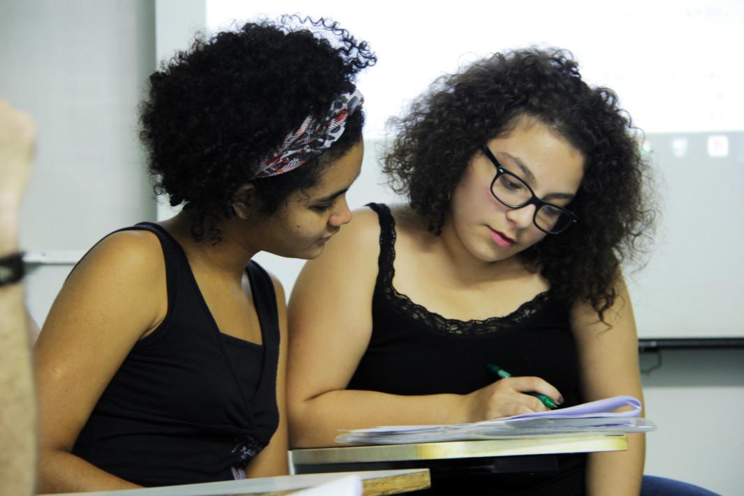 Roteiristas - Nicolle Ferreira e Isabella Rosa