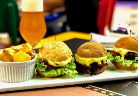 www.juicysantos.com.br - trio de mini burgers roxy premium lounge santos sp