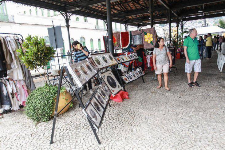 www.juicysantos.com.br - feira no valongo santos centro com arte