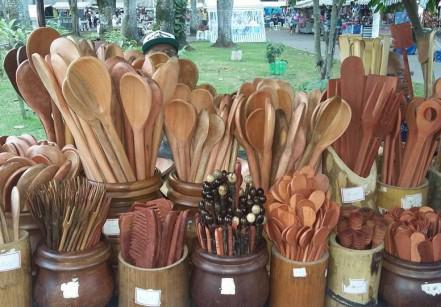 www.juicysantos.com.br - itens de madeira na feirart santos