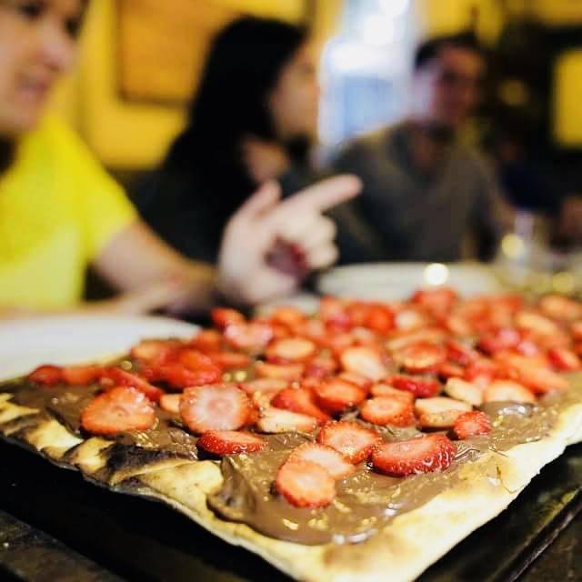 www.juicysantos.com.br - pizza de nutella com morango