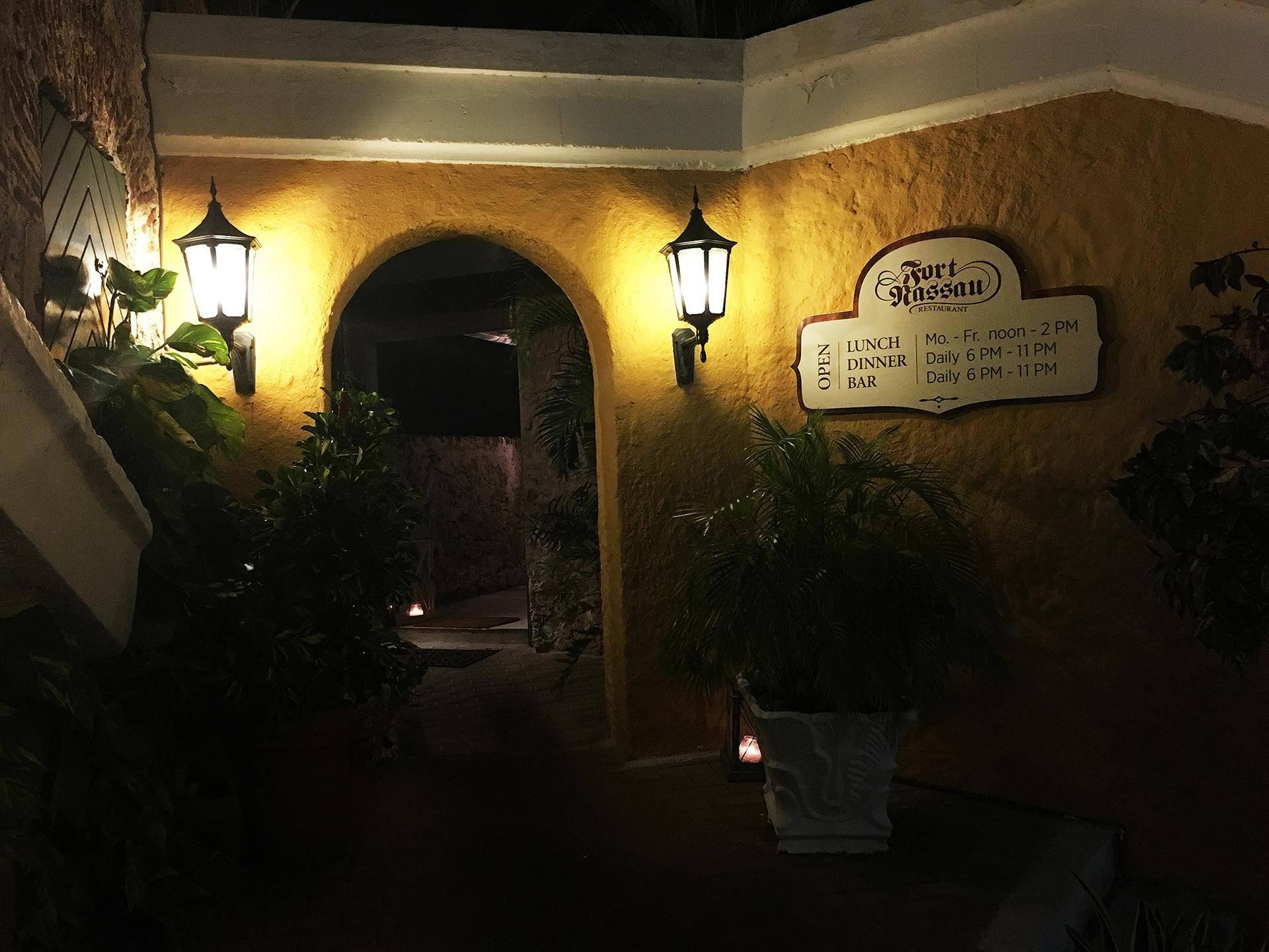 Entrada do restaurante Fort Nassau