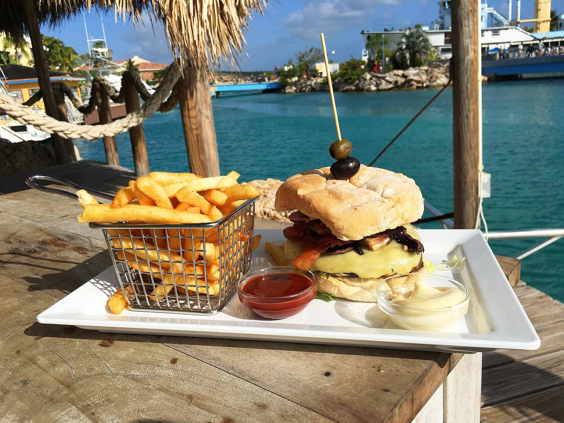 Hambuguer no Hemingway, em Curaçao
