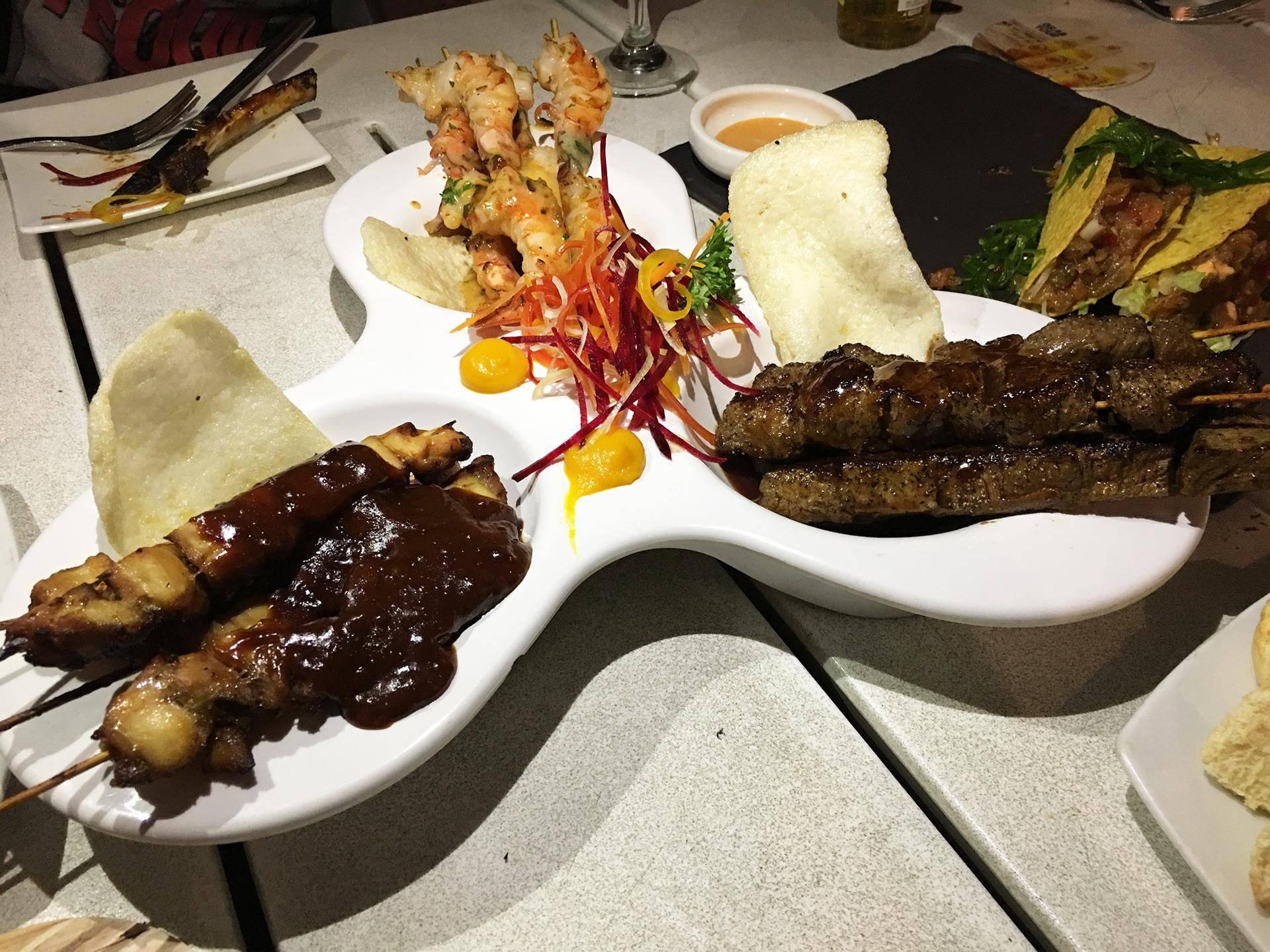 Camarão, frango e carne no Saint Tropez Ocean Club