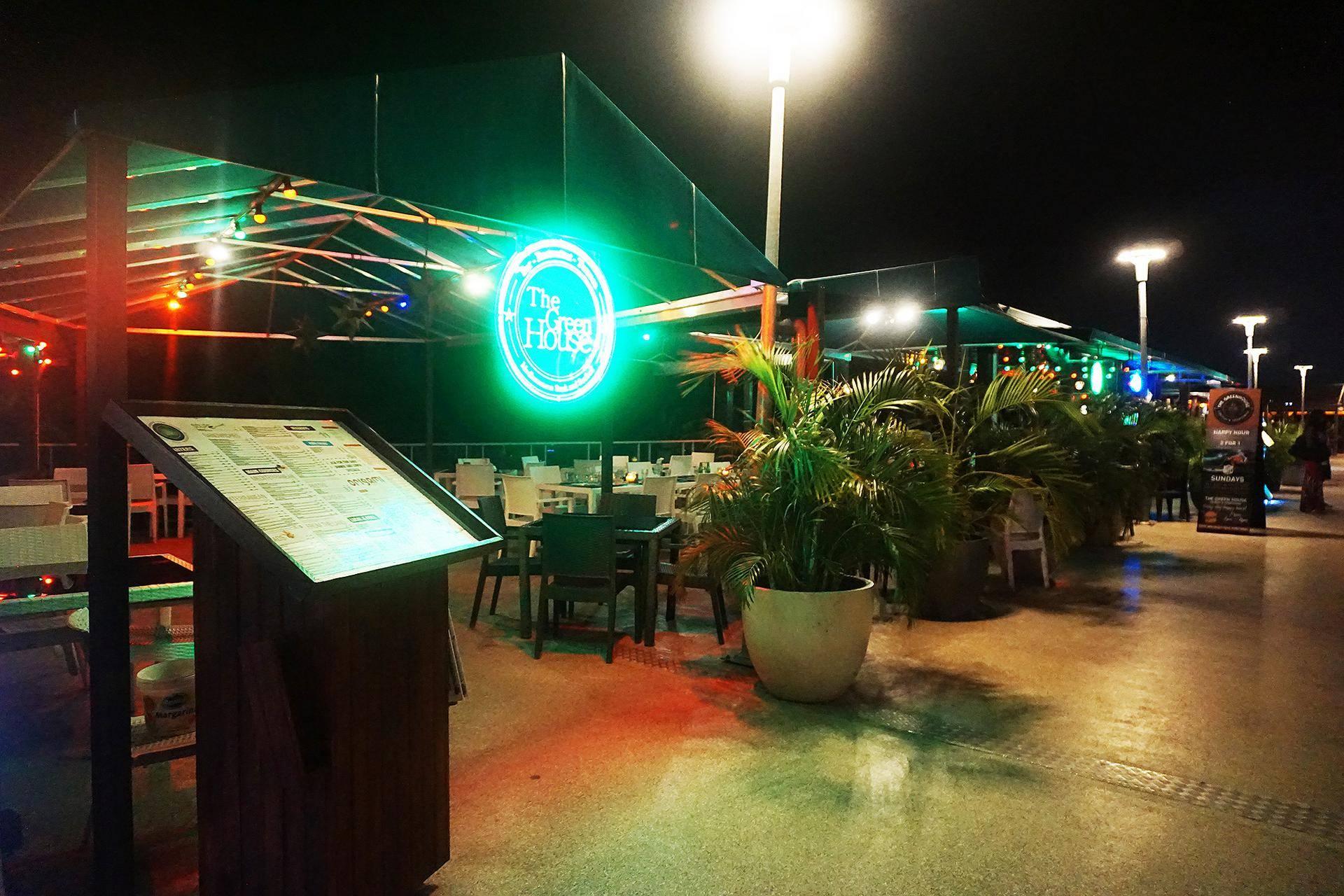 The Green House, em Mambo Beach