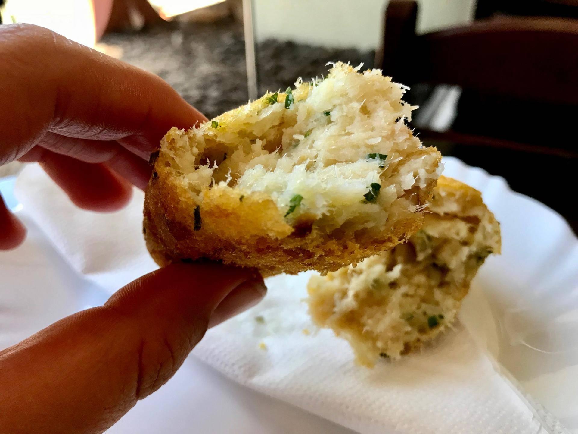 www.juicysantos.com.br - bolinho de bacalhau em santos salada paulistana