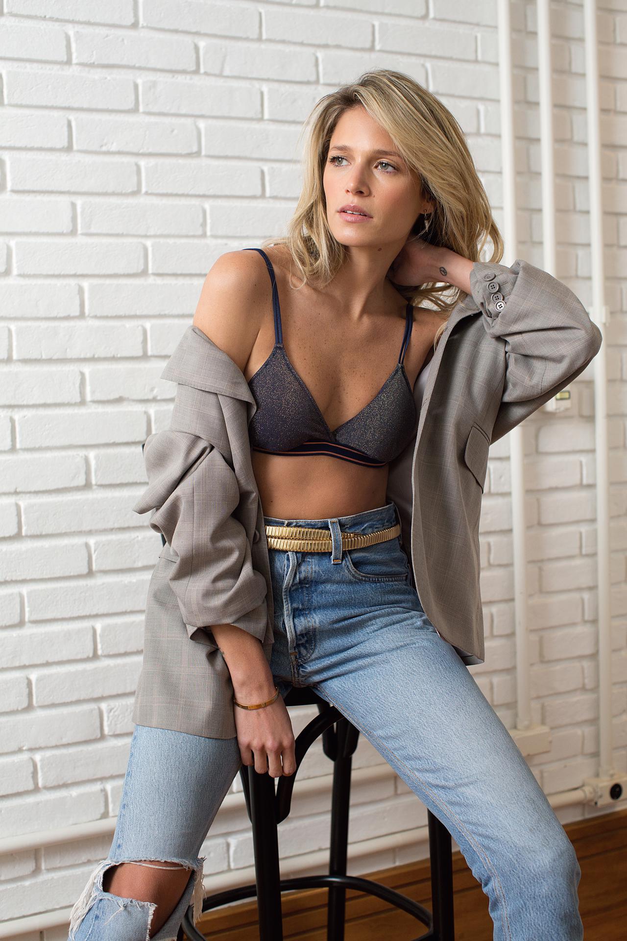 www.juicysantos.com.br - valisere sutiã de lurex preto com jeans