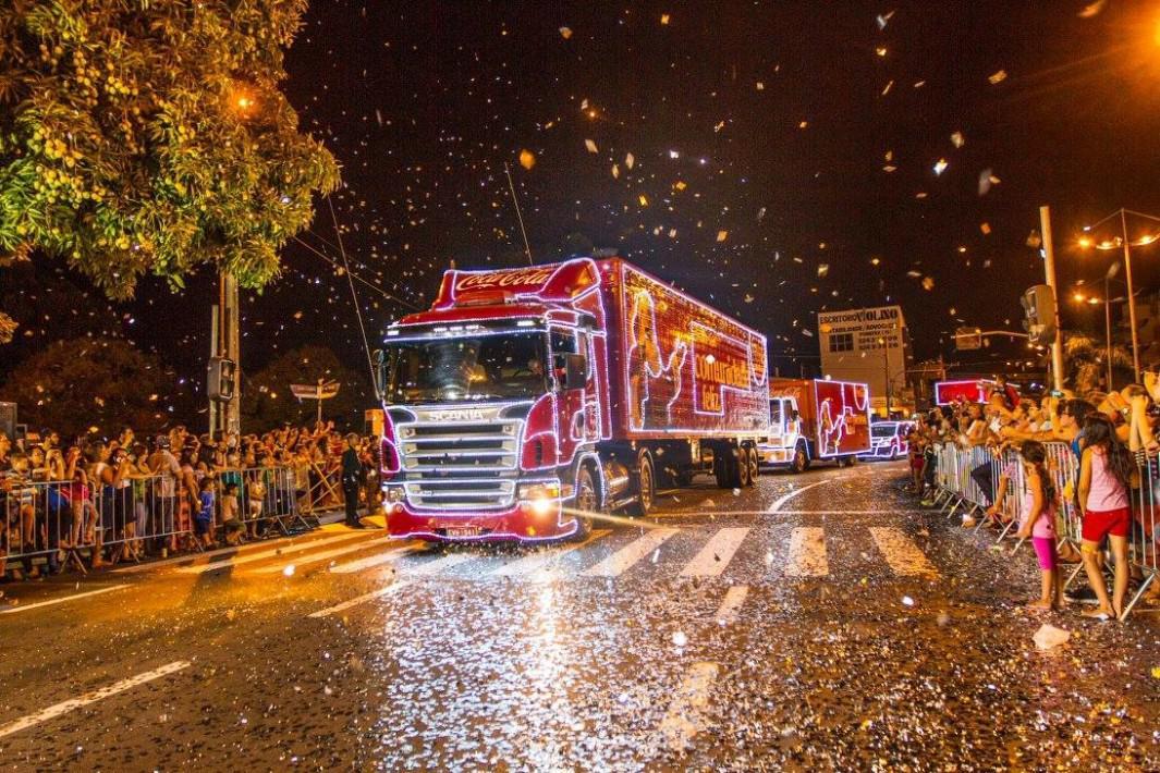 www.juicysantos.com.br - caravana de natal da coca-cola em santos
