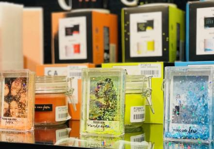 www.juicysantos.com.br - porta-retratos com glitter imaginarium