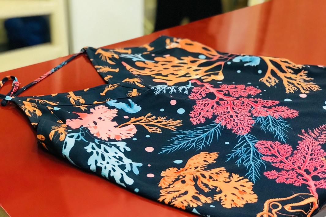 www.juicysantos.com.br - blusa com estampa de corais