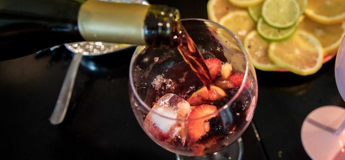 www.juicysantos.com.br - receitas de drinks com vinho pro verão