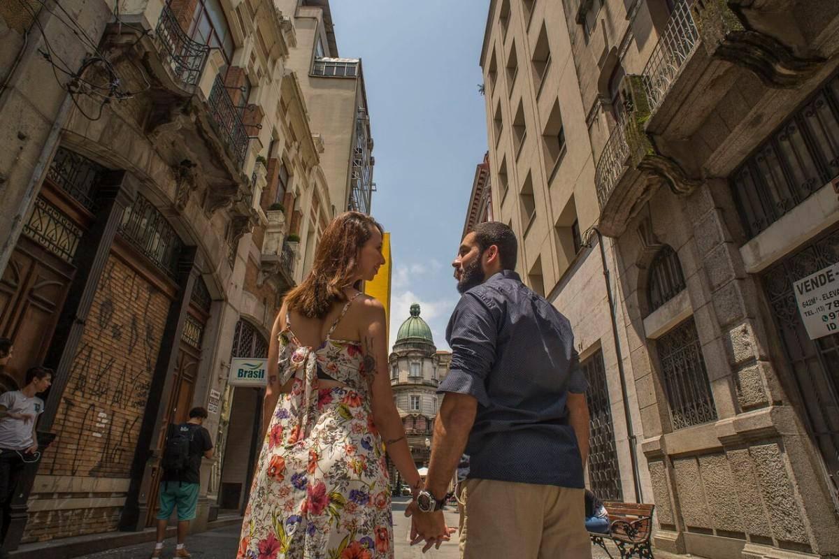 www.juicysantos.com.br - foto de casal no centro de santos sp