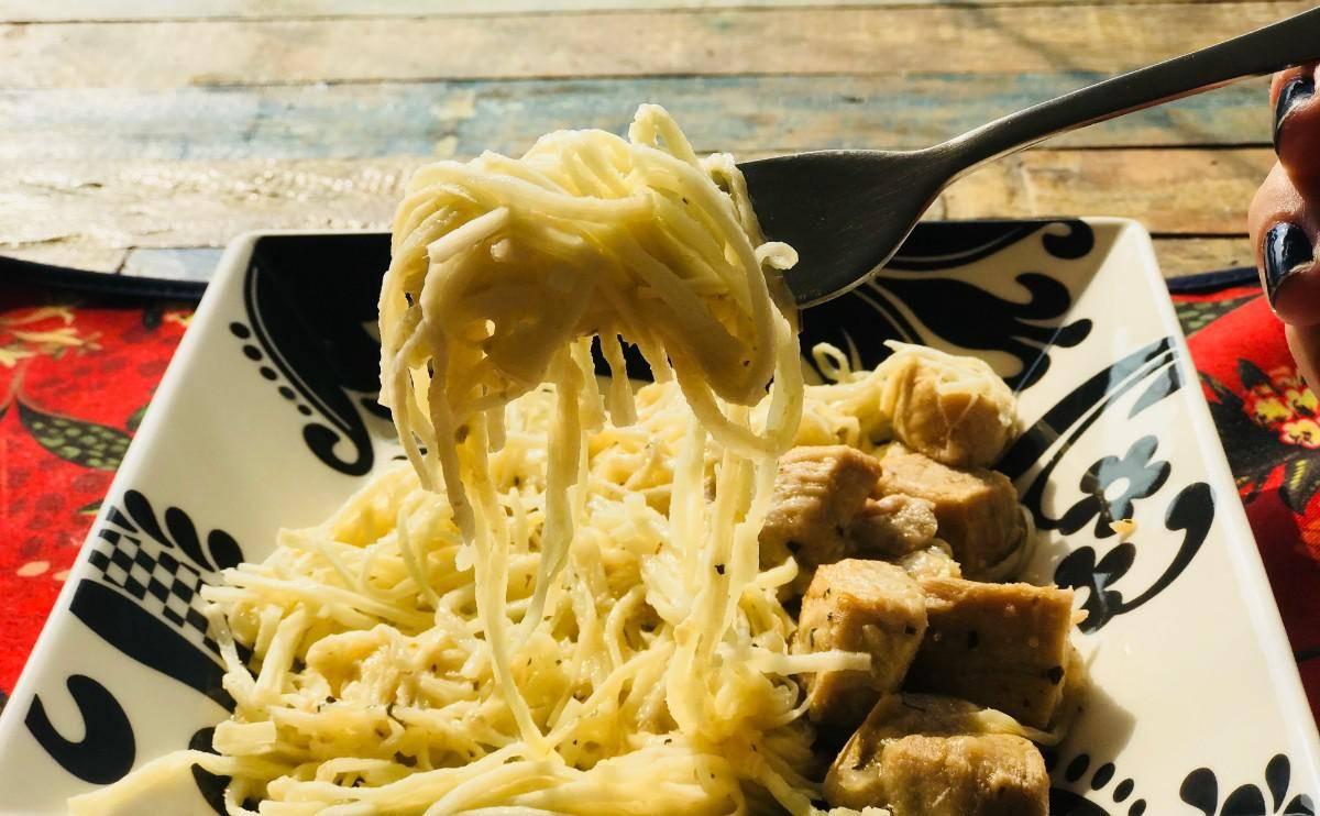 www.juicysantos.com.br - lombo cítrico com espaguete de pupunha