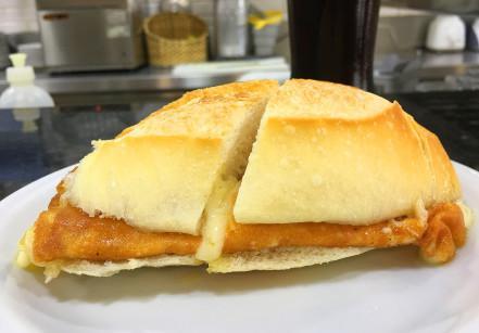 Sanduíche de provolone