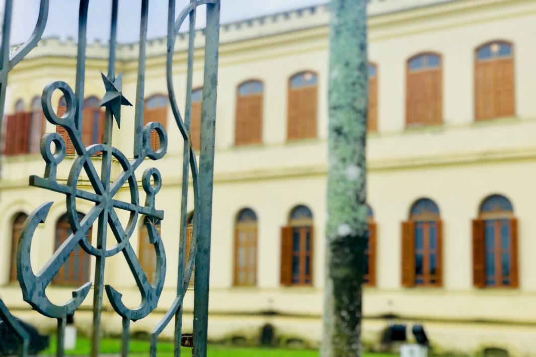 Museu de Pesca - detalhe da fachada. Santos, SP