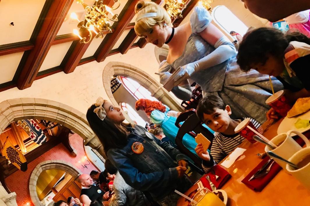 www.juicysantos.com.br - café da manhã com as princesas na disney
