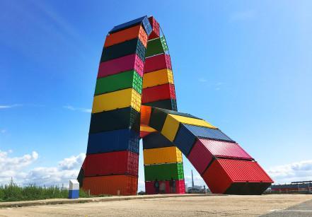 Obra de Vincent Ganivet: arco de containeres
