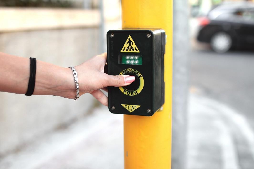 www.juicysantos.com.br - botoeira para deficientes visuais