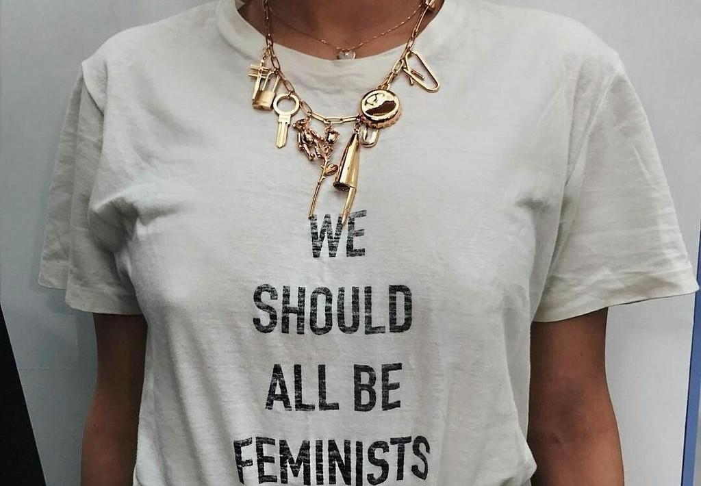 https://www.girlbossstore.com/us/camisetas/camiseta-we-should-all-be-feminists/