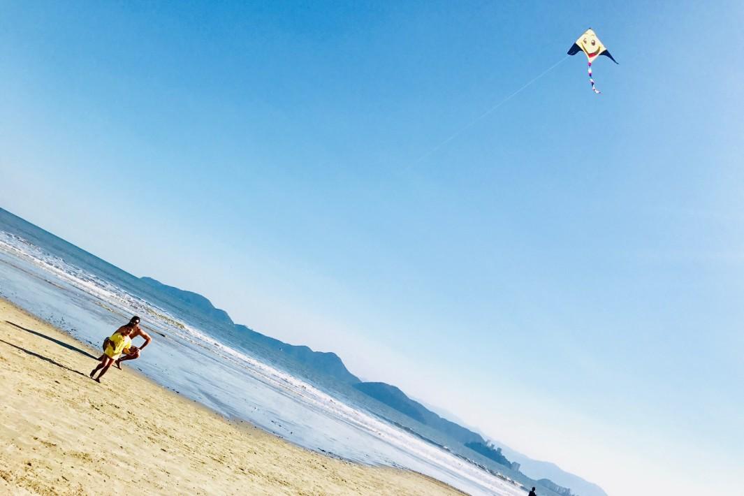 empinar-pipa-na-praia-de-santos