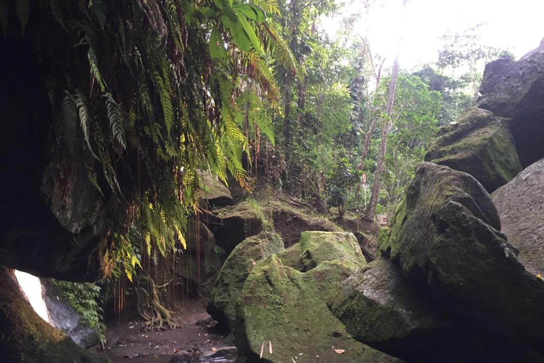 www.juicysantos.com.br - templo de goa gajah