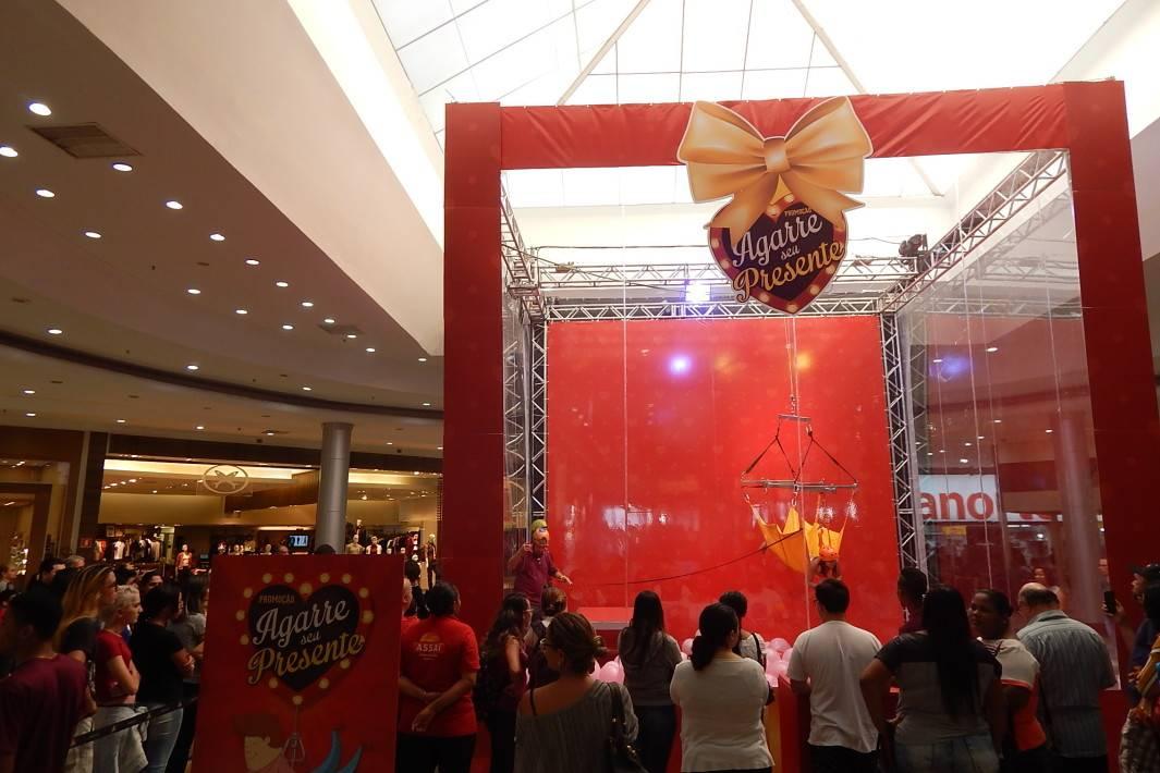 Seja a garra da máquina de presentes no Litoral Plaza 3