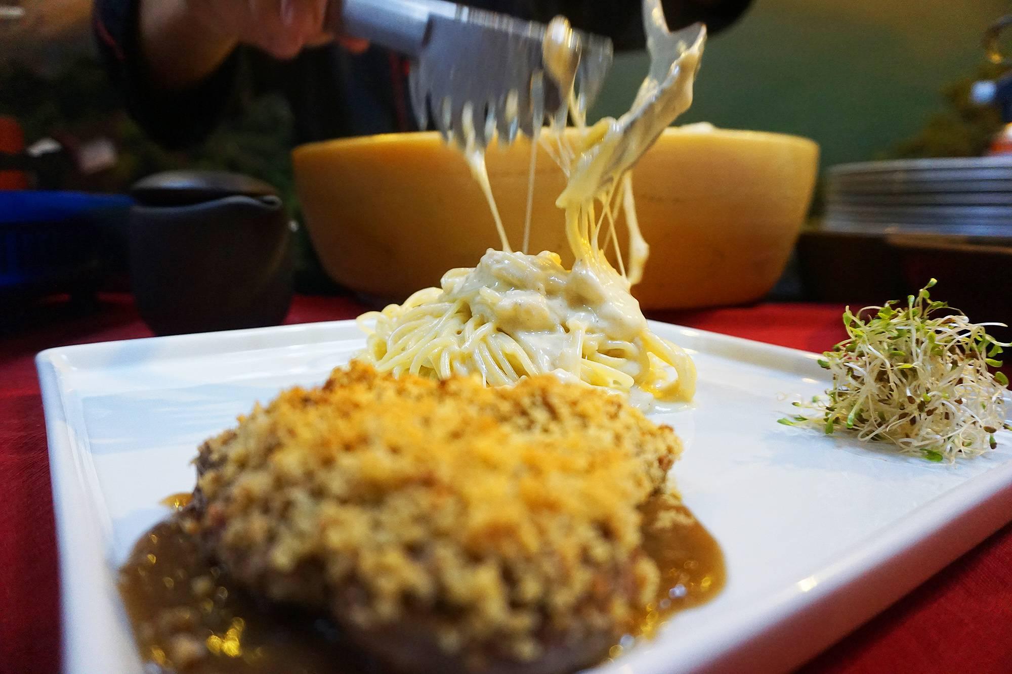 www.juicysantos.com.br - macarrão dentro do queijo em santos