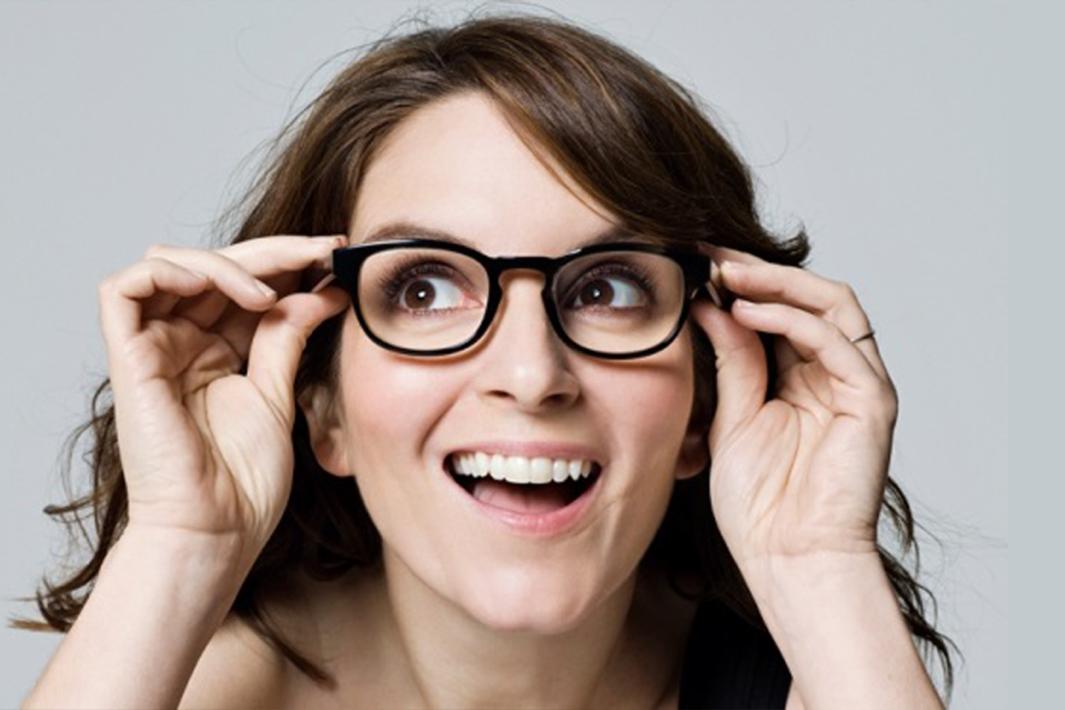 www.juicysantos.com.br - Óculos de grau e maquiagem