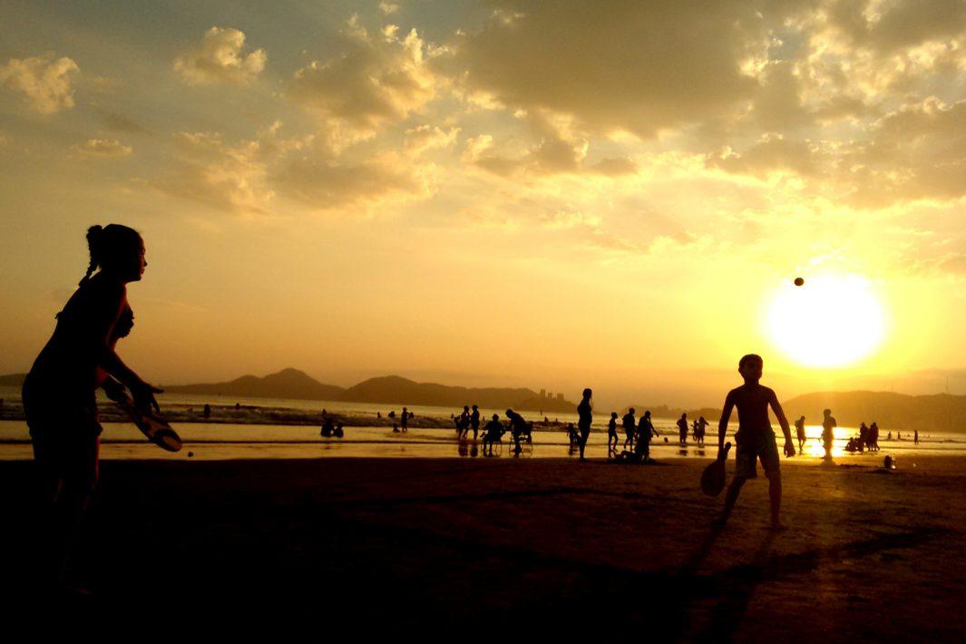 www.juicysantos.com.br - morar em santos por do sol na praia