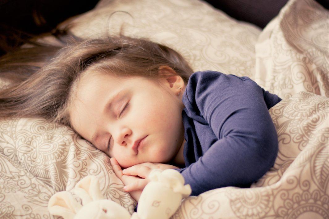 juicysantos.com,br - rotina de sono nas férias das crianças