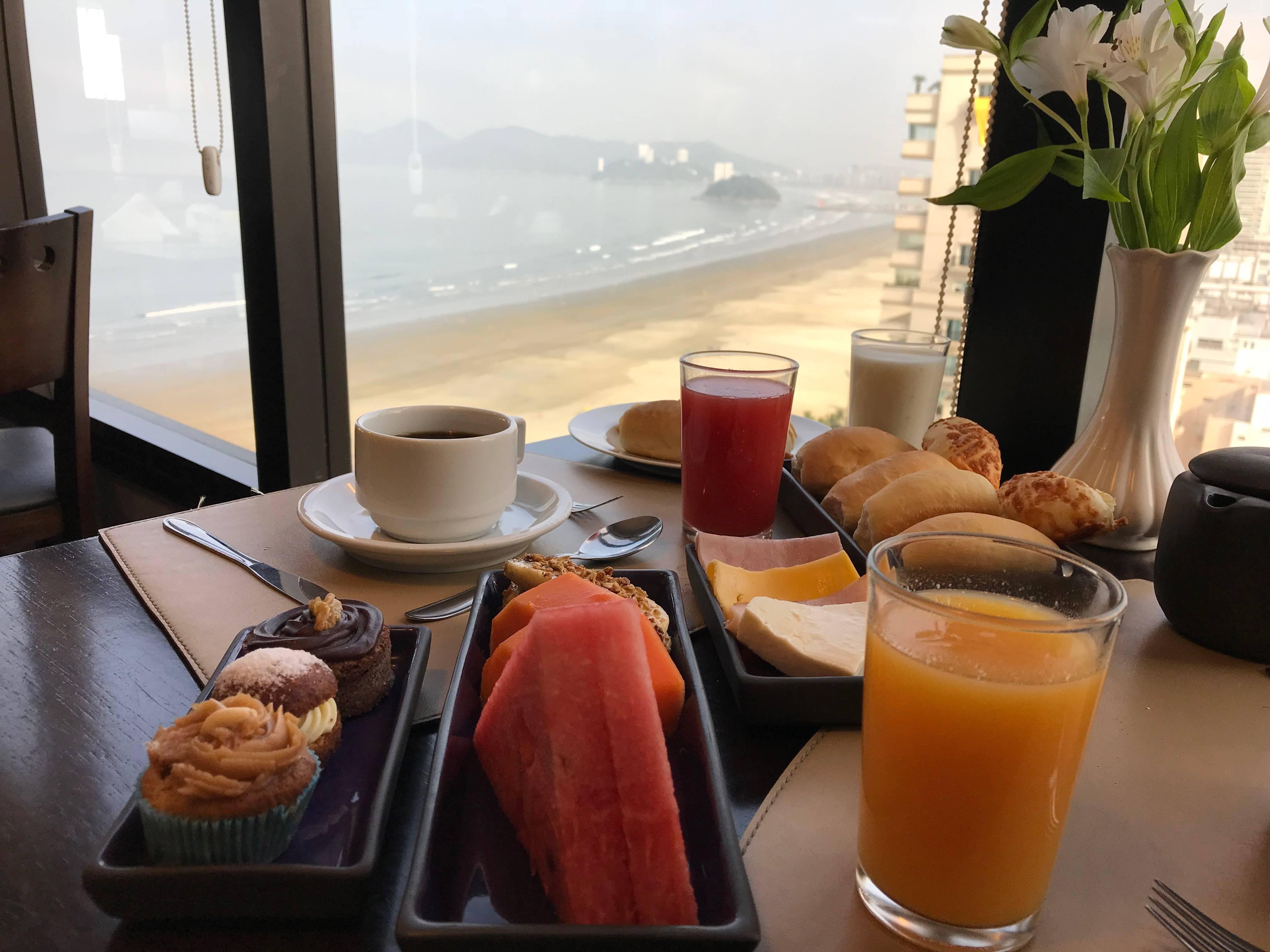www.juicysantos.com.br - café da manhã de hotel em santos